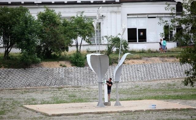 We wtorek (21 lipca) trwały ostatnie prace przy montażu odnowionej fontanny.