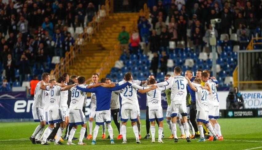 Radość piłkarzy PGE Stali Mielec po wygranej nad Piastem Gliwice