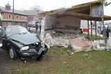 Tragiczny wypadek w Giecznie pod Zgierzem. Kierowca alfy uderzył w wiatę, zginął na miejscu