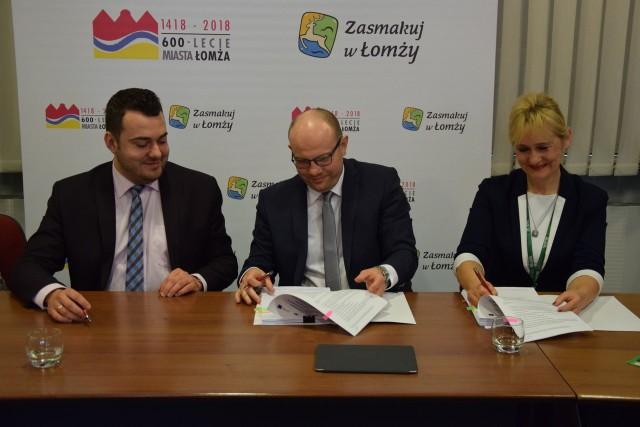Umowy na realizację projektów podpisano w łomżyńskim Urzędzie Miejski.