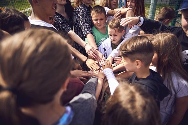 Od kilku dni dzieci różnych narodowości uczestniczą w kreatywnych warsztatach artystycznych w ramach projektu Brave Kids. Pod okiem profesjonalnych instruktorów artystycznych przygotowują program, który zaprezentują 17 lipca w Gdańsku.