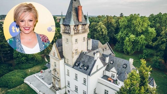 """W programie  """"Tu jest pięknie"""" Dorota Szelągowska pokazała pałac w Osowej Sieni, którego pokoje inspirowane są literaturą autorstwa Leonie Ossowski. Projektantka była zachwycona pałacem w Lubuskiem."""