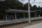 Przebudowa linii kolejowej numer 8. Perony w Dobieszynie koło Białobrzegów wybudowane, ale wokół bałagan. Jest szansa na zmianę?
