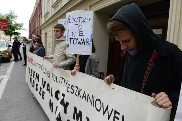 Protest anarchistów na Wierzbowej: Najpierw ludzie, potem zyski