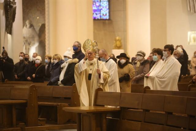 Msza pontyfikalna w uroczystośc Bożego Narodzenia w Katedrze w Katowicach.Zobacz kolejne zdjęcia. Przesuwaj zdjęcia w prawo - naciśnij strzałkę lub przycisk NASTĘPNE
