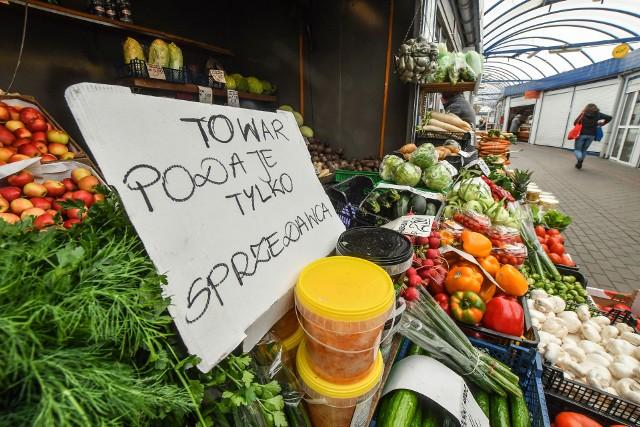 Wzrost cen żywności pochodzenia roślinnego i mięsa, np. wieprzowiny, wiążą się ze zjawiskami,  jak susza czy afrykański pomór świń. Za inne odpowiada koronawirus i zwiększona konkurencja.