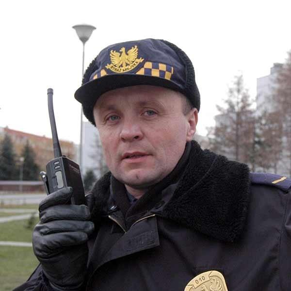 - Nie wiem, jak uda się znaleźć czas na dodatkowe obowiązki. Podczas patrolu nie mam ani jednej wolej chwili - martwi się Mariusz Harpula, strażnik miejski z Rzeszowa.