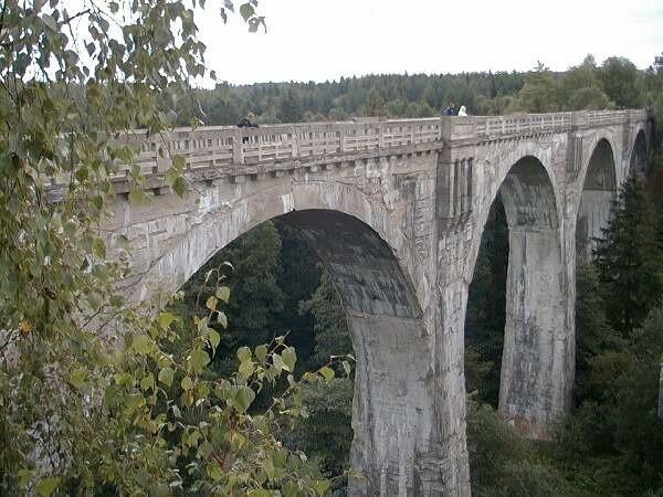 Kazimierz Twarowski z Grajewa, który kupił wiadukty w Stańczykach, wie, jak je wykorzystać. W turystykę inwestuje już od 15 lat.