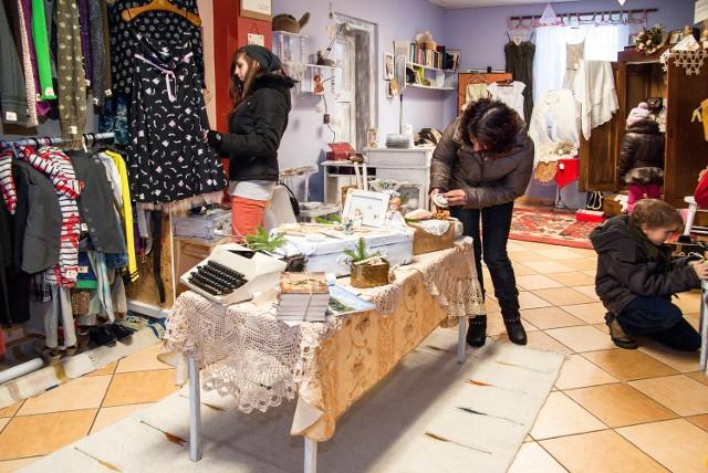 W Suchedniowie zostanie otwarty prawdopodobnie pierwszy w regionie sklep charytatywny. Tak wygląda w środku.