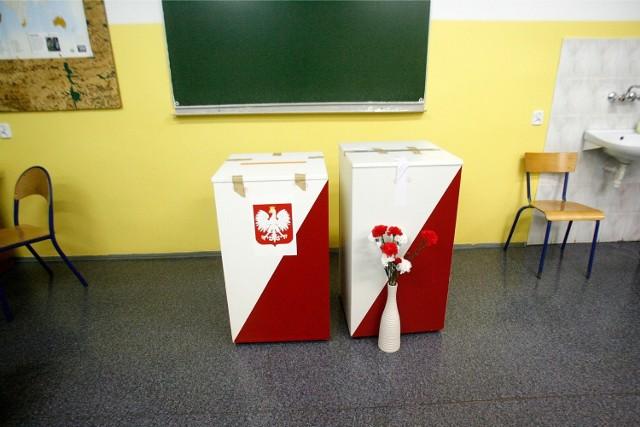 Wybory 2015: Godziny otwarcia lokali [JAK ODDAĆ WAŻNY GŁOS]