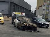ZIELONA GÓRA. W nocy na ul. Braniborskiej spłonął luksusowy samochód. Zdjęcie Czytelnika