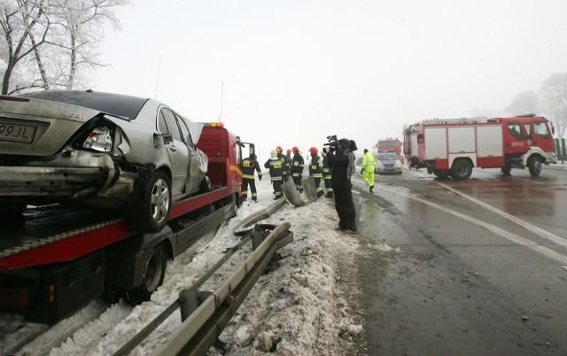 Eksperci porównywarki rankomat.pl przeanalizowali deklaracje kierowców ubezpieczających się za jej pośrednictwem i wytypowali właścicieli samochodów, którzy w 2020 roku spowodowali najwięcej stłuczek i wypadków, tym samym zgłaszając najwięcej szkód. Zaskakująco wśród najpopularniejszych w Polsce modeli, więcej szkód na swoim koncie mają kierowcy pojazdów o niższej mocy silnika.Na kolejnych slajdach pokazujemy auta od tych, które stosunkowo najrzadziej ulegają wypadkom po najbardziej wypadkowe. Piszemy też, jak to wpływa na ceny polis OC.