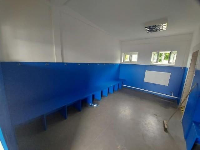 Pomieszczenia, w tym szatnie, na stadionie piłkarskim przy Olimpijskiej zyskują nowe oblicze,
