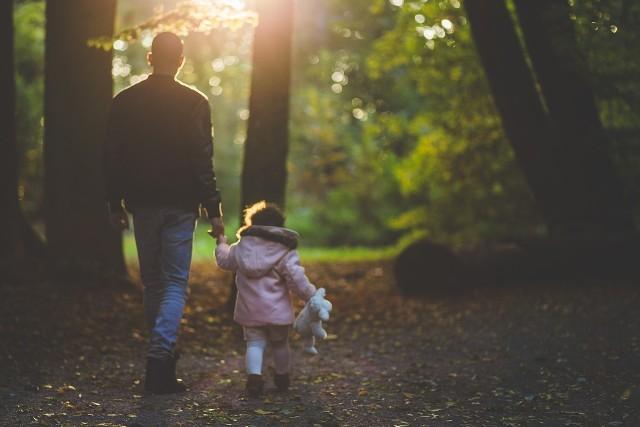Jakie życzenia na Dzień Ojca? 23.06.2018. Wierszyki sms, łańcuszki, życzenia facebook, mail, karki z życzeniami