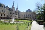 Stylowy ogród w centrum miasta, czyli spacer śladami Poznańskich. Ogród przy pałacu Poznańskiego w Łodzi otwarty!