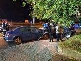 Wypadek z udziałem nieoznakowanego radiowozu na skrzyżowaniu ulic Jancarza i Sikorskiego w Gorzowie. Ranne zostały trzy osoby