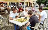 Turniej szachowy na rynku w Nakle szczęśliwy dla graczy z Bydgoszczy, Szubina i Żnina [zdjęcia]