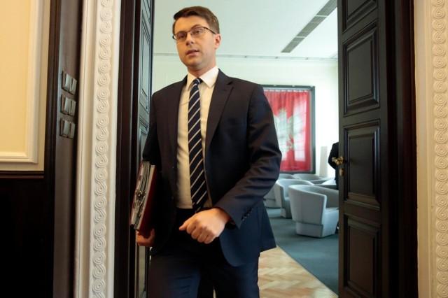 Piotr Muller: Nie potwierdziliśmy mutacji koronawirusa w Polsce
