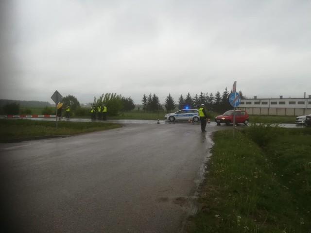 Śmiertelne potrącenie rowerzysty na ul. Warszawskiej. 20-latek potrącił mężczyznę podczas wyprzedzania