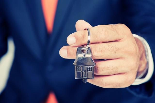 Obawa przed dalszym wzrostem cen nieraz skłania kupujących do ryzykownego pośpiechu przy zakupie nieruchomości.