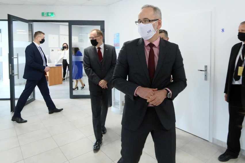 Adam Niedzielski zastąpił na stanowisku szefa resortu zdrowia Łukasza Szumowskiego, który podał się do dymisji w sierpniu.