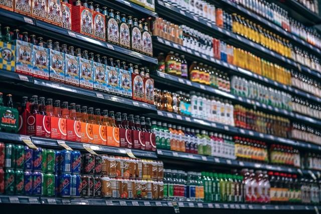 Za napój słodzony jedną substancją zapłacimy o 70 gr. więcej, zaś dwiema substancjami - 80 gr. Ten zawierający kofeinę, taurynę lub guaranę zdrożeje o 1 zł.