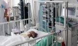 Półtoraroczne dziecko wypadło z okna z drugiego piętra przy ul. Piwnej
