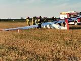 Na polu w Karczowie w gminie Dąbrowa awaryjnie lądował szybowiec. Strażacy otrzymali jednak informację o lotniczej katastrofie