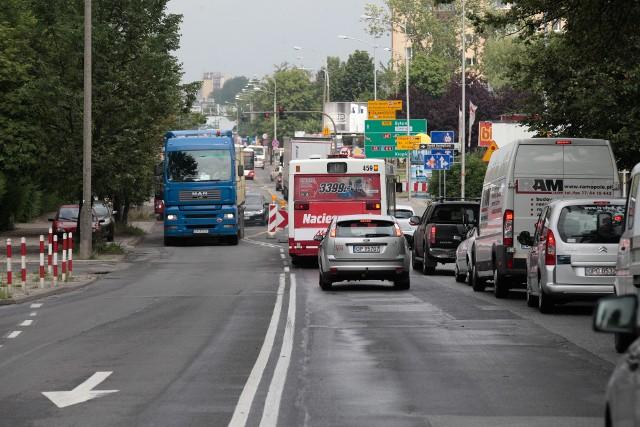 Drogowcy chcą w tym roku remontować kolejny odcinek ulicy Niemodlińskiej w Opolu.