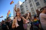 """Marsz Równości w Katowicach. Tysiące uczestników z hasłem """"Młodość bez strachu"""" przeszło przez centrum miasta"""