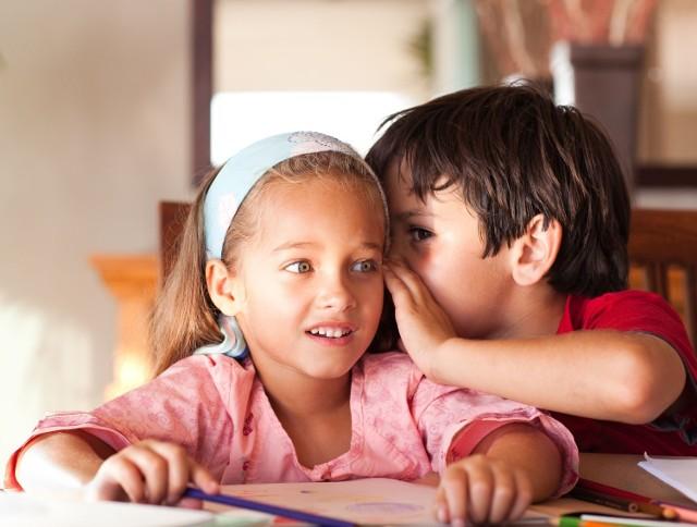 Temat edukacji seksualnej budzi wiele kontrowersji. Trwa dyskusja, kiedy ma się rozpocząć