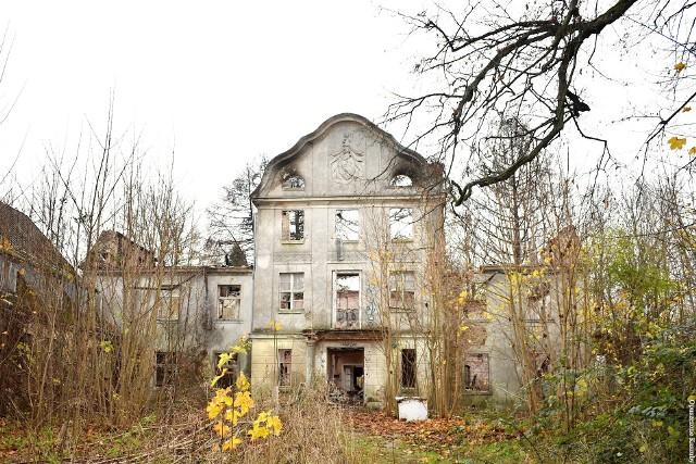 Obiekt jest zaniedbany, ale układ pomieszczeń po pożarze został zachowany i - zdaniem konserwatora zabytków - nadaje się do odbudowy. Zdjęcia zostały wykonane w grudniu 2020.