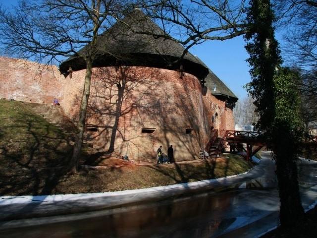 Remont zamku ślimaczy się od kilku lat. Nie wiadomo, czy w tym roku ruszy kolejny etap prac konserwatorskich, gdyż muzeum nie ma na nie pieniędzy, zas władze miasta nie dołozyły nawet złotówki.