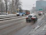 Kujawsko-pomorskie. Służby ostrzegają przez oblodzeniami. Dużo kolizji i stłuczek w Bydgoszczy