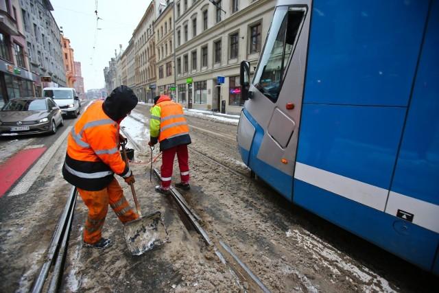 Ogromne problemy podróżnych chcących skorzystać z tramwajów wrocławskiego MPK rozpoczęły się w niedzielę, 7 lutego, i trwają do dziś