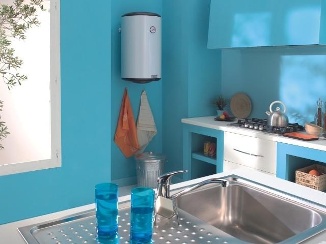Elektryczny pojemnościowy ogrzewacz wody VM N4CElektryczny pojemnościowy ogrzewacz wody VM N4C dysponuje dużą rezerwą ciepłej wody. Umożliwia to obsługę wielu punktów poboru wody, nawet gdy jednocześnie korzysta z nich kilka osób.