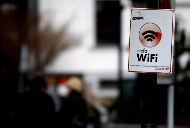 """Celem programu """"Internet dla każdego"""", jest zwiększenie dostępności do szerokopasmowego Internetu w miejscach publicznych dzięki hotspotom zlokalizowanym w parkach, na skwerach czy dworcach."""