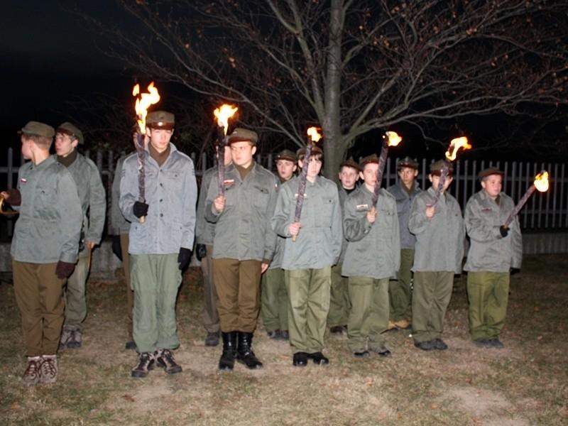 Odsłonięcie pomnika z okazji trzydziestolecia harcerstwa w Kluczborku