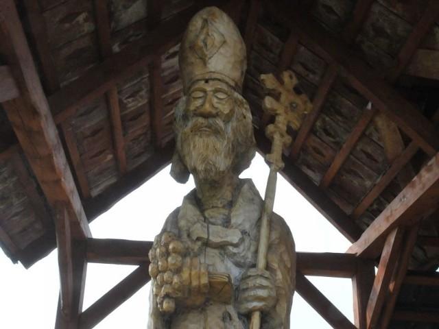 Rzeźby św. Urbana I można spotkać na naszych winnicach