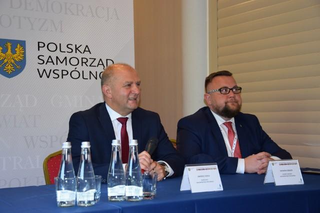 Marszałek Andrzej Buła i Szymon Ogłaza, członek Zarządu Województwa Opolskiego.