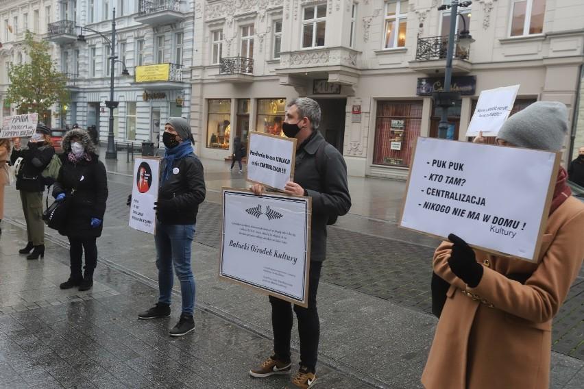 Protest na ulicy Piotrkowskiej przeciwko centralizacji łódzkich domów kultury