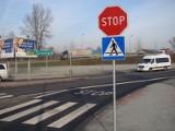 Znaki stopu hamują ruch na dwóch newralgicznych rondach w ciągu drogi krajowej 44 w Oświęcimiu