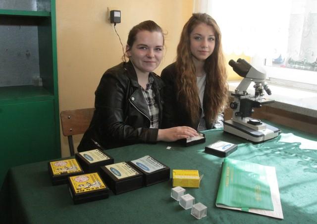 W piątek Magdalena Tatar i Martyna Dwojak z w X Liceum w Radomiu prowadziły pokazowe lekcje w pracowni biologicznej.