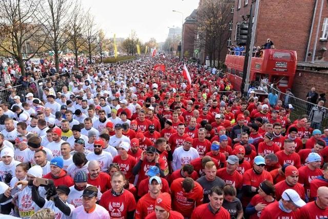 O godz. 11.11 z ul. Solnej wystartował Bieg Niepodległości. W tym roku bierze w nim udział ok. 25 tysięcy osób. Zobacz w galerii zdjęcia ze startu ------->