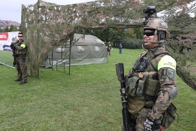 Jedną z atrakcji były pokazy sprzętu wojskowego.