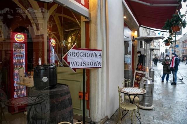 Krakowscy przedsiębiorcy żądają natychmiastowego odblokowania gastronomii.