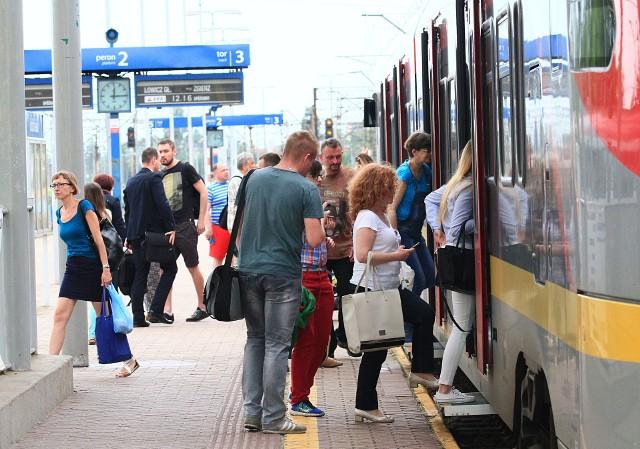 Podróżni muszą liczyć się z utrudnieniami w kursowaniu pociągów w związku z nadzwyczajną korektą rozkładu jazdy. Na linii kutnowskiej pociągi pojadą objazdami lub zastąpią je autobusy.
