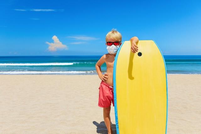 Kolonie i obozy 2020: Uczestnicy będą musieli przestrzegać szczegółowo określonych zasad także na stołówce oraz na plażach i kąpieliskach. Sprawdźcie jak będą wyglądały kolonie i obozy w dobie koronawirusa.