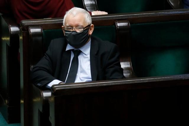Spotkanie europosłów Prawa i Sprawiedliwości z Jarosławem Kaczyńskim. W tle Parlament Europejski i planowane sojusze