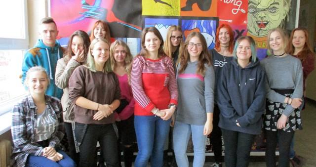 Grupa - niekompletna - uczniów grudziądzkiej budowlanki, którzy polecieli na Cypr